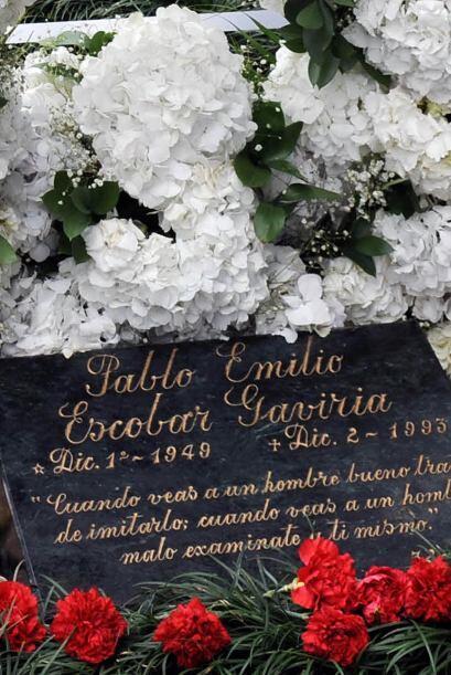 La lápida anterior tenía el epitafio: 'Si te cruzas con un...