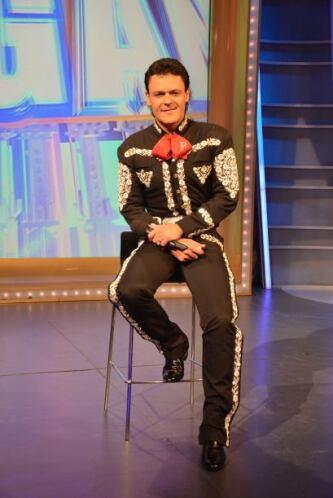 """El cantante se presentó para anunciar el inicio de su proyecto """"Cachito..."""