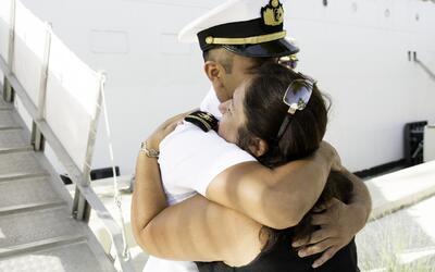 El abrazo que madre e hijo tuvieron que esperar por 14 años