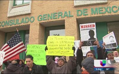 Protestan mexicanos en Chicago por Ayotzinapa
