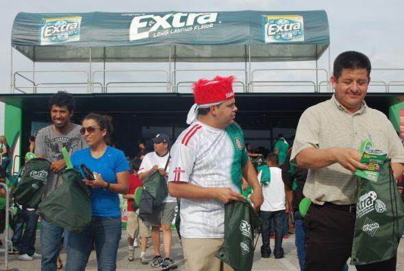 Las personas llegaban al stand de Extra y salían más que contentas.