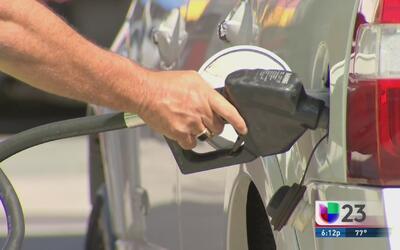 Una gasolinera en Miami enfrenta problemas legales por vender gasolina c...
