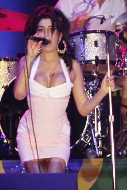 La desaparecida Amy Winehouse quería tener una delantera de grandes copa...