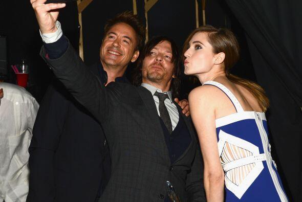 """¡Y los tres se sacaron una """"selfie""""! Qué divertid..."""