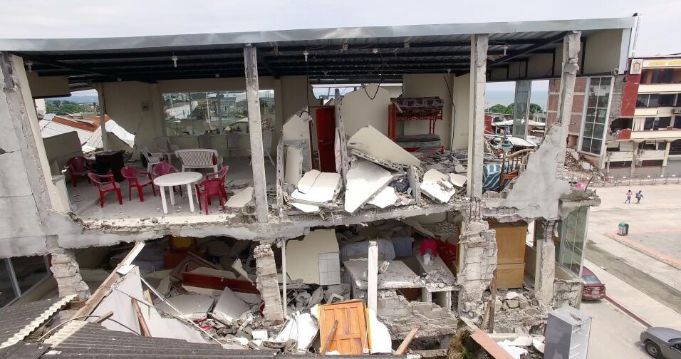 Esta semana sumaban 8,000 las familias sin casa por el sismo en Ecuador.