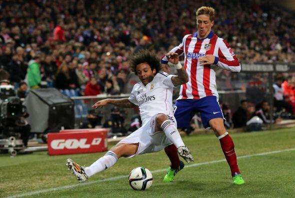 Marcelo sno pudo contener a Fernando Torres y cuando se sumaba al ataque...