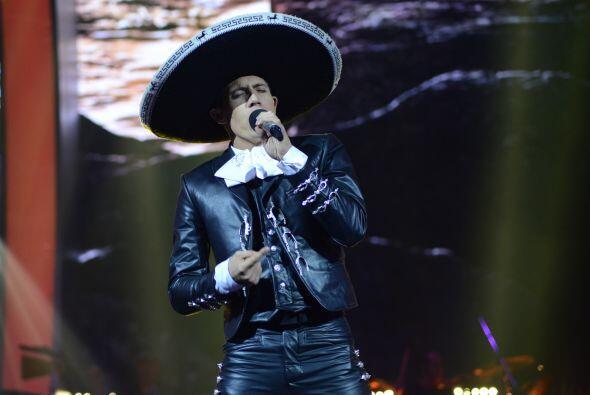 Fernando interpretó otra ranchera, muy a su estilo.