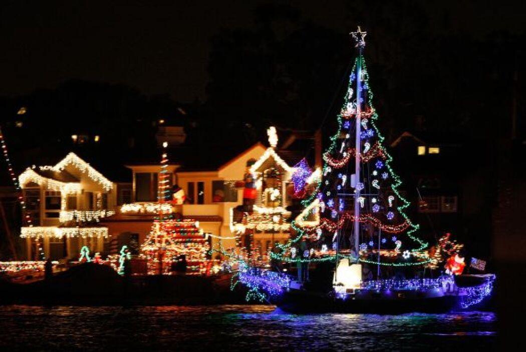 Si estas en New Port Beach California durante el mes diciembre no pierda...