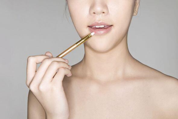 Un labial color durazno. De acuerdo con Cosmopolitan, los labiales de co...