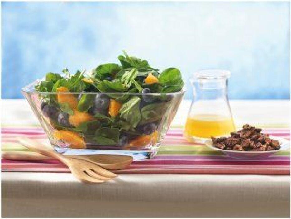 Ensalada de espinacas con moras azules y naranja: El sabor agridulce y e...