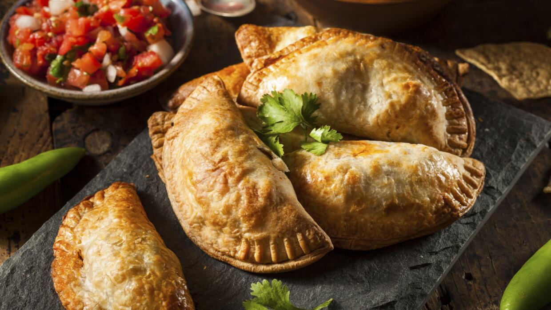 La empanada admite distintos acompañamientos y rellenos.