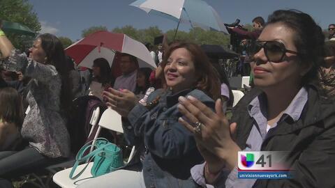 Cientos de personas celebran cinco de mayo y el día de las madres en Queens