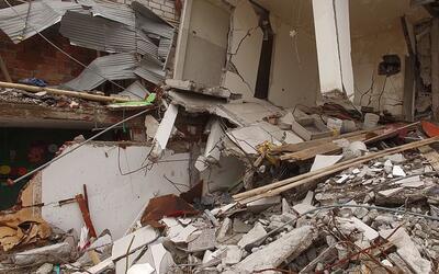 Un edificio en ruinas tras el sismo de Ecuador