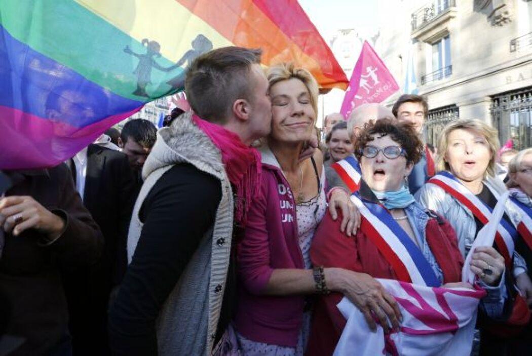 La ley promulgada en Francia no recoge la posibilidad de las parejas de...
