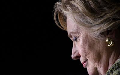 WikiLeaks filtra miles de correos embarazosos de la campaña de Hillary C...