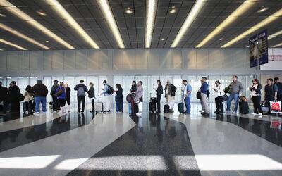 Algunos indocumentados amparados de la deportaciòn pueden viajar...