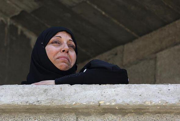 Una familiar del miliciano palestino Marwan Isleem, fallecido en un bomb...