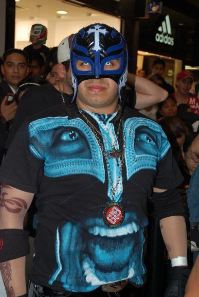 Cualquiera puede usar una máscara de luchador, pero solo un fan&a...