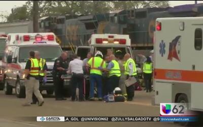 Cuatro muertos y múltiples heridos tras el choque de un tren y un autobú...