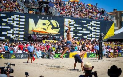 Llegó el 56° abierto de voleibol de playa a Manhattan Beach ofreciendo c...