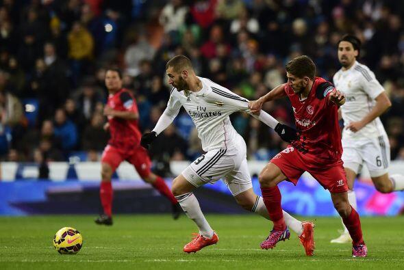Benzema estuvo cerca de marcar el tercer gol blanco para finiquitar el r...