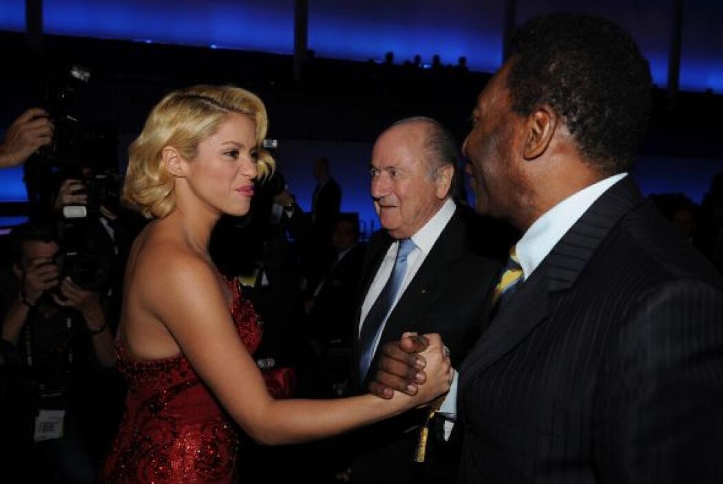 Uno era el presidente de la FIFA Joseph Blatter y el otro el ex astro br...