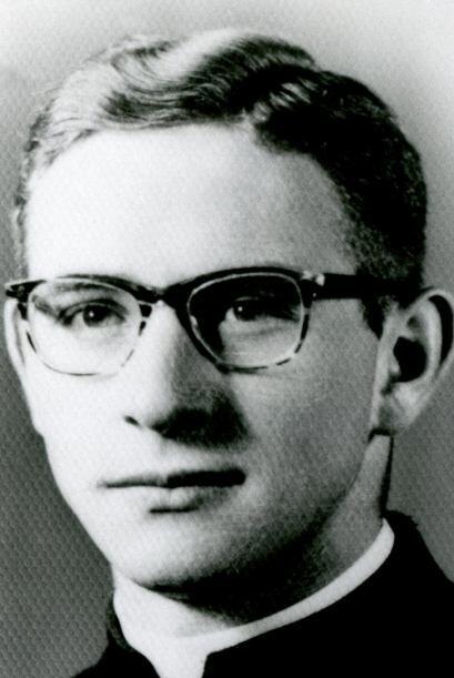 Maciel fue acusado de abusar sexualmente de los seminaristas que tenía a...
