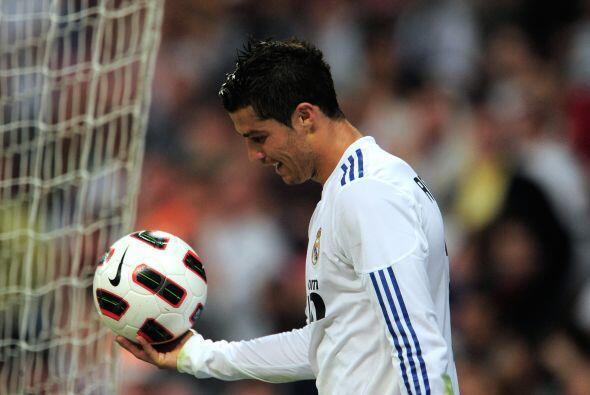 CR7 se quedó con el balón luego de romper el récord.