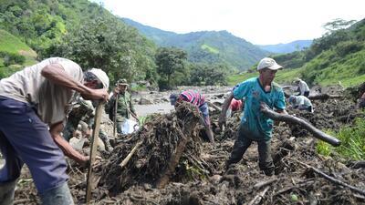 Contra el tiempo víctimas de alud en Colombia