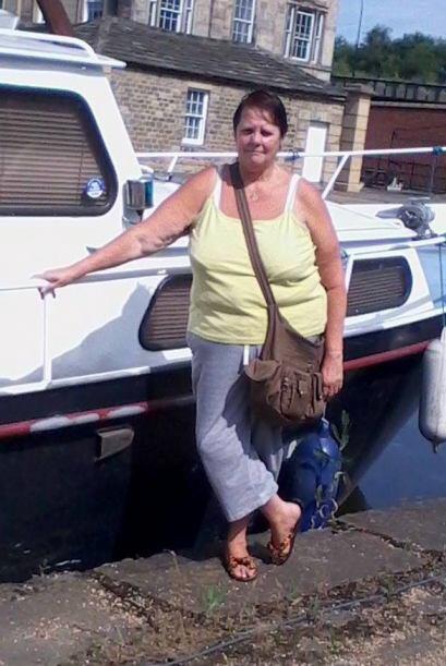 Ella es Sharon Bower, hija de Vicotr y Elsie, y la responsable de unir a...