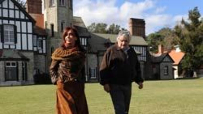 Presidente de Uruguay venderá casa presidencial para plan social 83e0596...