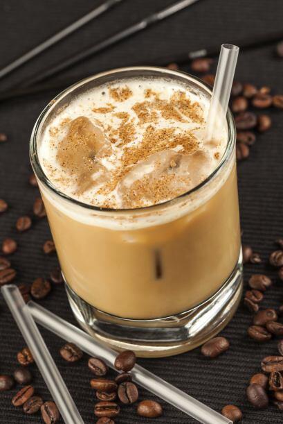 Ruso Blanco  1 onza de vodka   1/2 onza de licor de café  1/2 de...