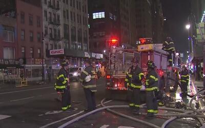 Evacuan algunas tiendas en Manhattan por la explosión de una alcantarilla