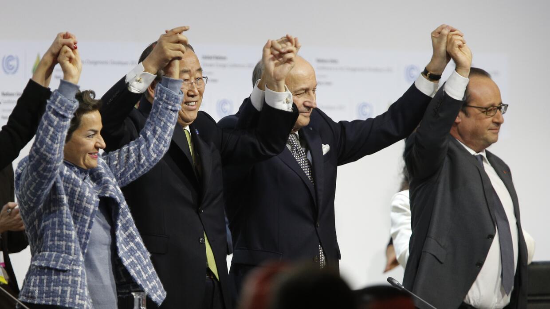 Celebración tras conseguirse el Acuerdo de París.