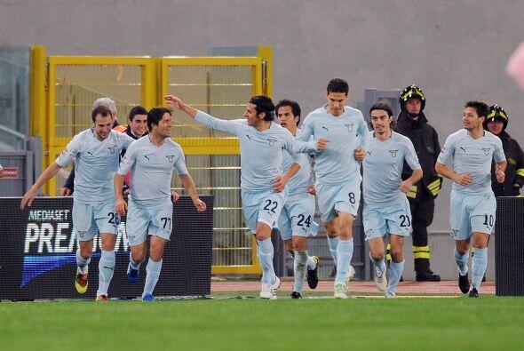 Sculli no tardó mucho en marcar un doblete en favor del equipo romano.