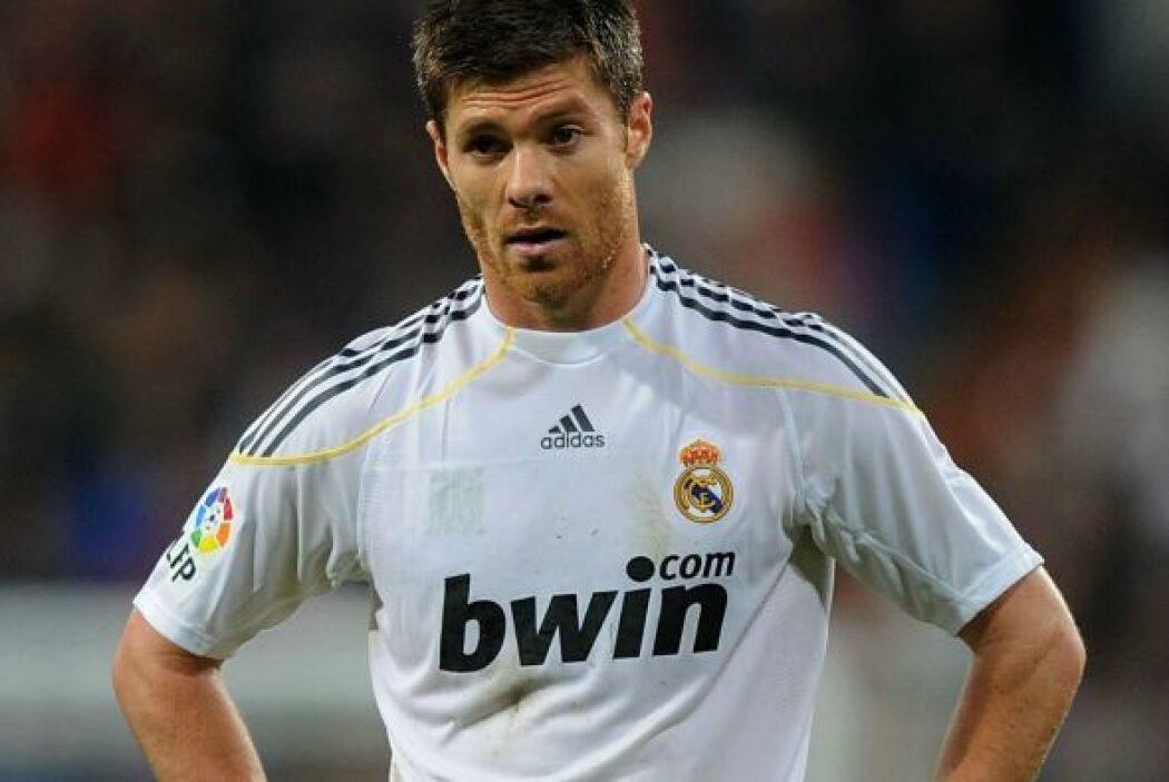 Xabi Alonso dejó el fútbol inglés para fichar con el Real Madrid por una...