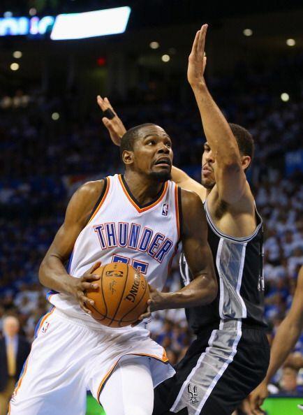 Por su parte, Kevin Durant, marcó 31 tantos y Serge Ibaka 9 puntos y 8 r...