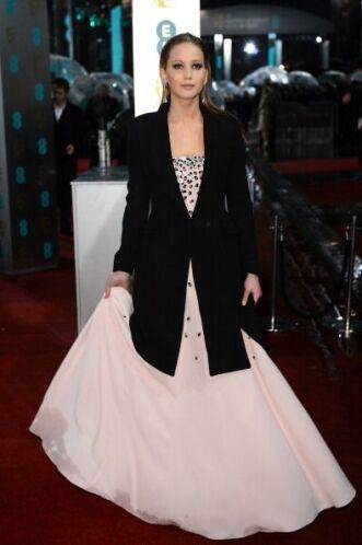 En esta ocasión fue muy criticada no por el vestido, sino por el saco co...