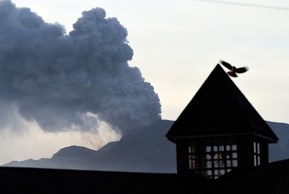 El volcán chileno sigue inestable y expulsando humo y cenizas.