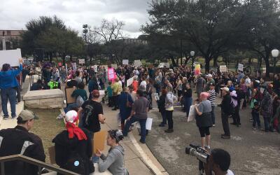 "Manifestantes en Austin se suman a la serie de protestas llamadas ""..."