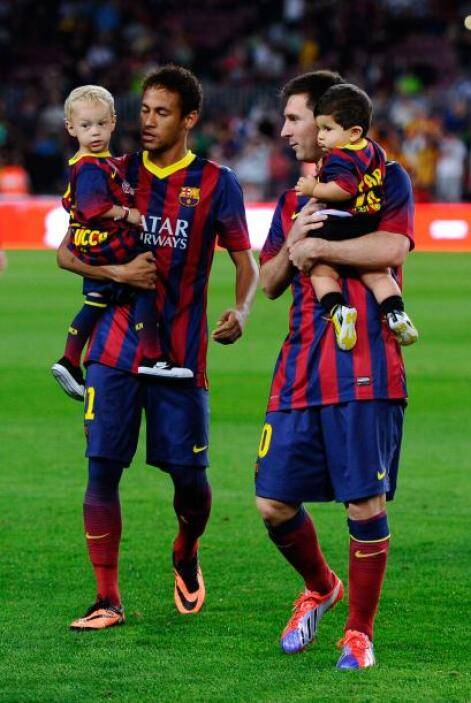 Las figuras Neymar y Lionel Messi estaban de muy buen humor al estar aco...