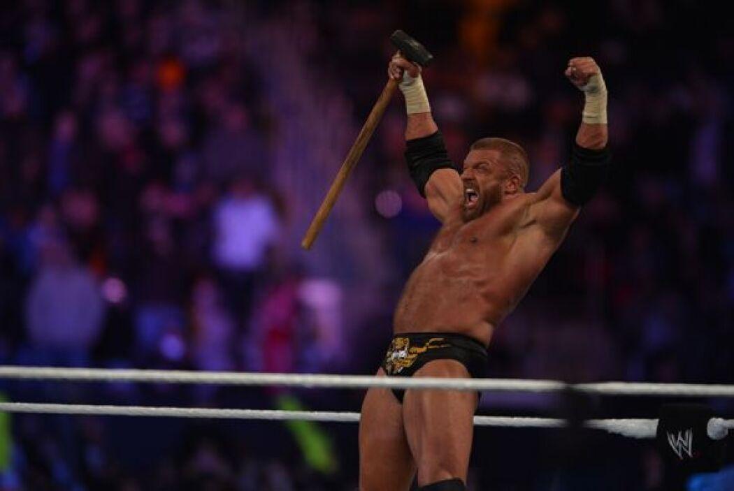 Al final ganó Triple H y podrá seguir su carrera en la WWE.