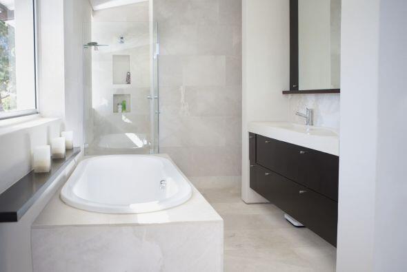 ¿Cansada de no tener suficiente espacio en tu baño? Con estos consejos d...