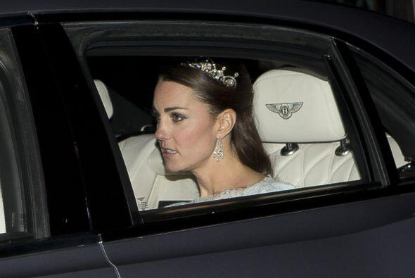 Recientemente, Kate Middleton fue captada luciendo sorprendente joya en...