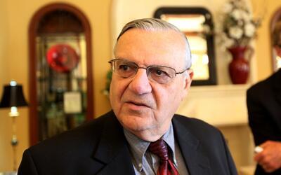En un minuto: fiscales federales en Arizona decidieron acusar al alguaci...