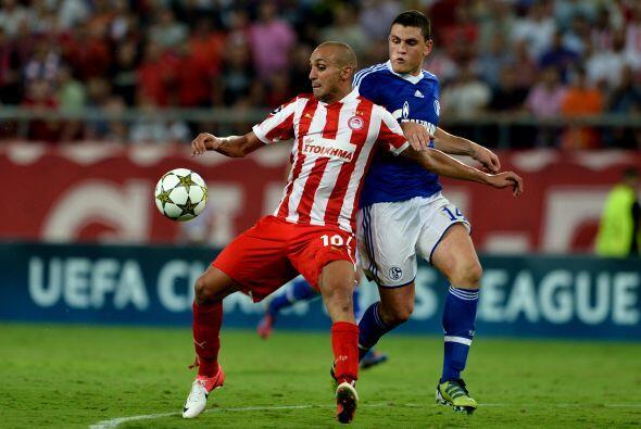 El Olympiakos griego recibió al Schalke 04 en otro partido que se veía i...
