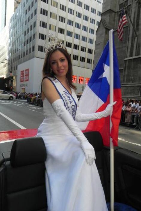 Las reinas del desfile de la hispanidad en Nu d908b85d53004c708c04c99f00...
