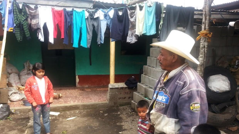 Florencio González sufrió la deuda con dos de sus cuatro hijos.