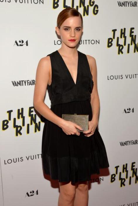 Ella nos demuestra que el 'little black dress' nunca puede faltar en tu...