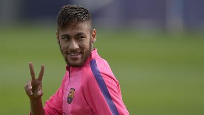 Los brasileños Neymar y Alves son duda para el último partido del año co...